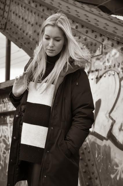 Schwarz weiß, Blond Hair, Stripes, Fur Parka