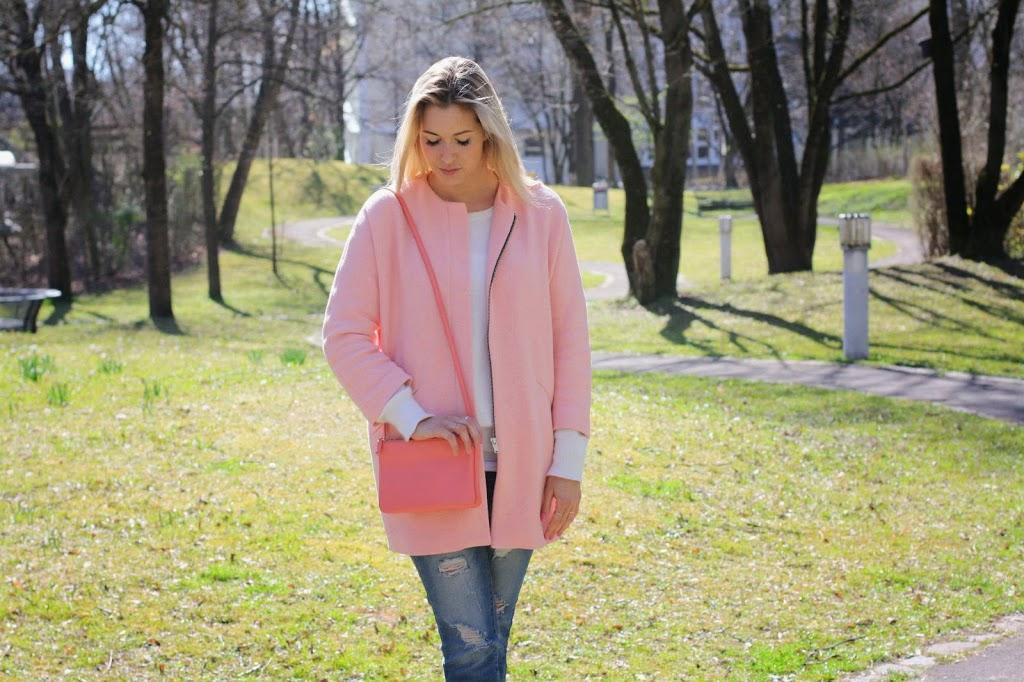 Maison Pazi, Céline Trio Bag, Pink Coat, Zara Mantel