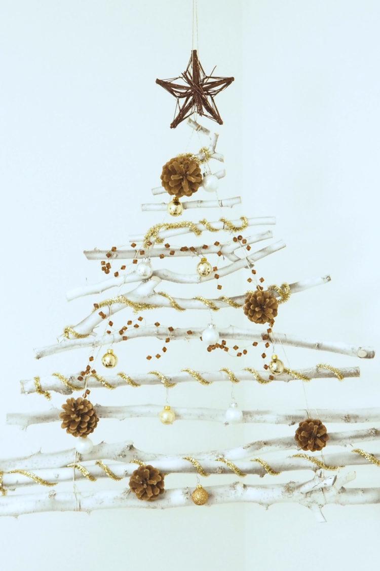 DIY Weihnachtsbaum aus Holz und Ästen