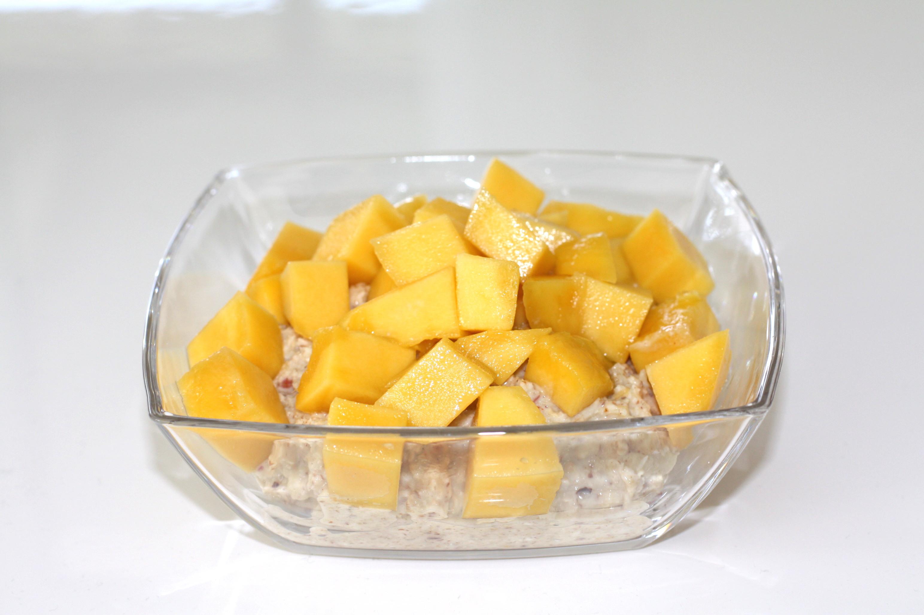 Kokos-Bircher-Müsli mit Mango Topping, Bircher Müsli, Frühstücksmüsli. Müsli