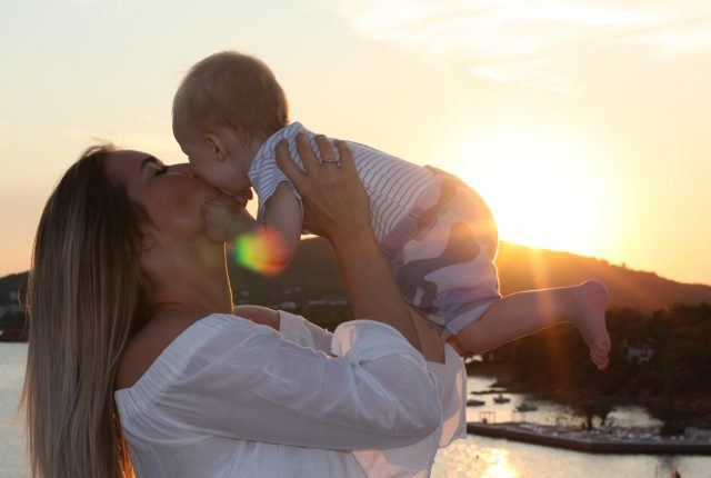 Maison Pazi: Patrizia und Emilian Philp - darf man sein Kind Küssen? #MamiMitWort