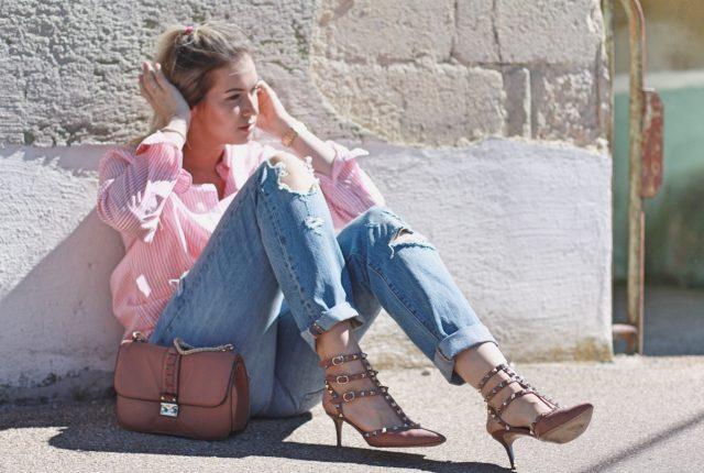 Patrizia von Maison Pazi in Valentino Rockstuds Kitten Heels und einer Levis 501 CT