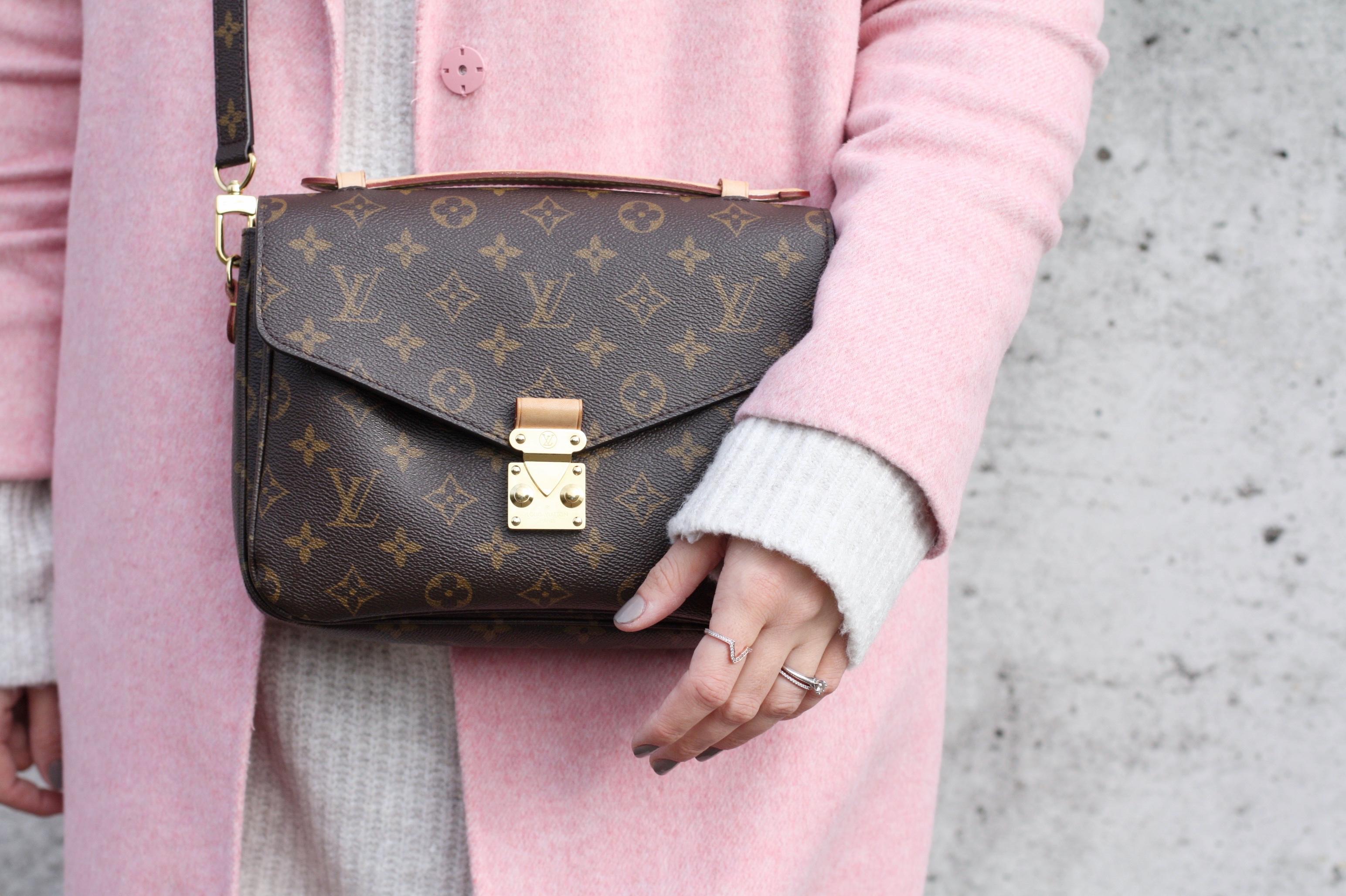 Louis Vuitton Pochette Métis, Maison Pazi, Patrizia Philp, Zara Mantel Rosa